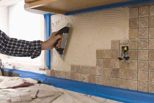 Как правильно укладывать кафельную плитку на потолок и боковые стены