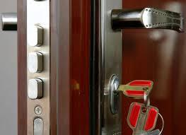 Замена замков на металлические двери