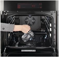 Как удалить жировые загрязнения с духовки?