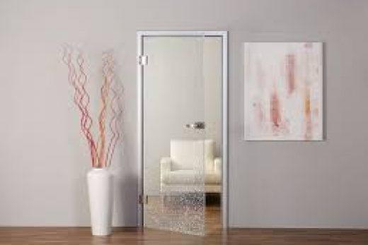 Двери из цельного стекла — верх стиля и оригинальности!