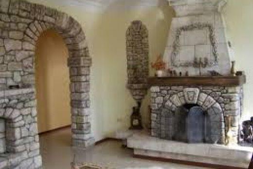 Отделка откосов входной двери декоративным камнем: некоторые особенности